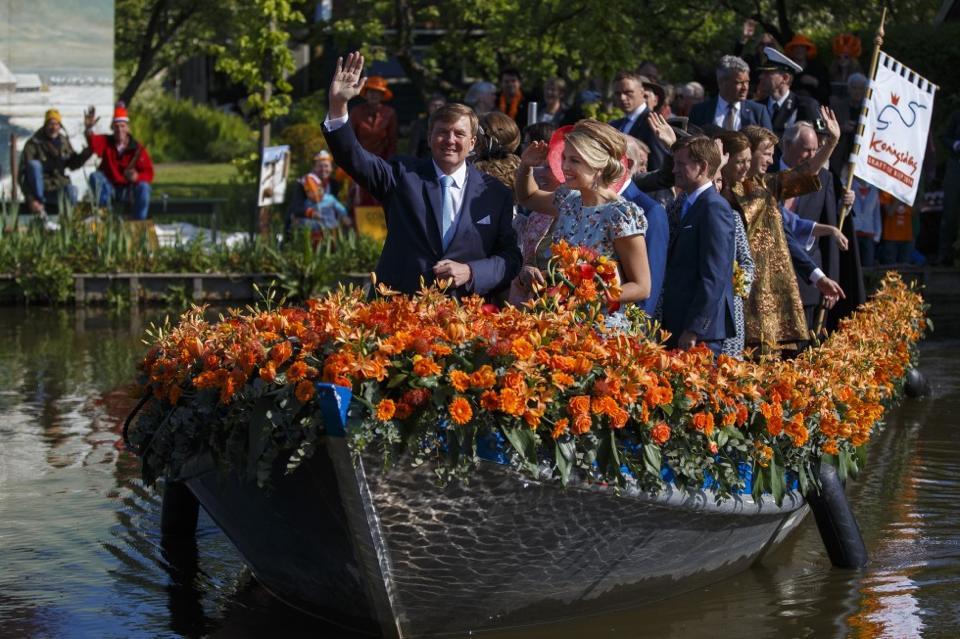 Koning WIllem-Alexander en koningin Máxima op koningsdag 2014