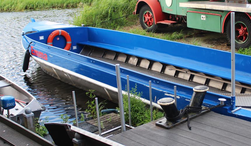 Onze rondvaartboot (zonder kussens)